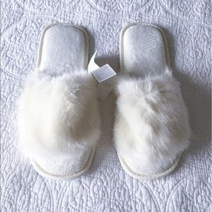 Gap LOVE Faux Fur Ivory Slippers